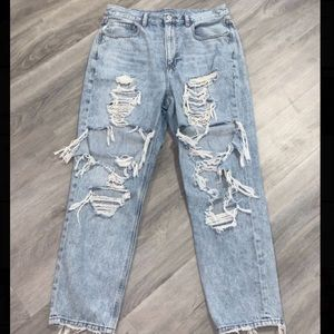 American Eagle Ripped Mom Jeans!!